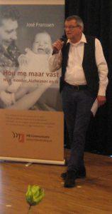 Harry Jutten van Zoirggroep ... opent bijeenkomst