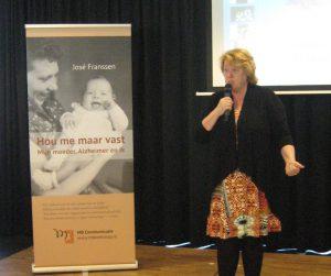 Wethouder Smitsmans dankt De Zorggroep voor hun gastvrijheid en legt uit waarom Roermond dementievriendelijk wil zijn